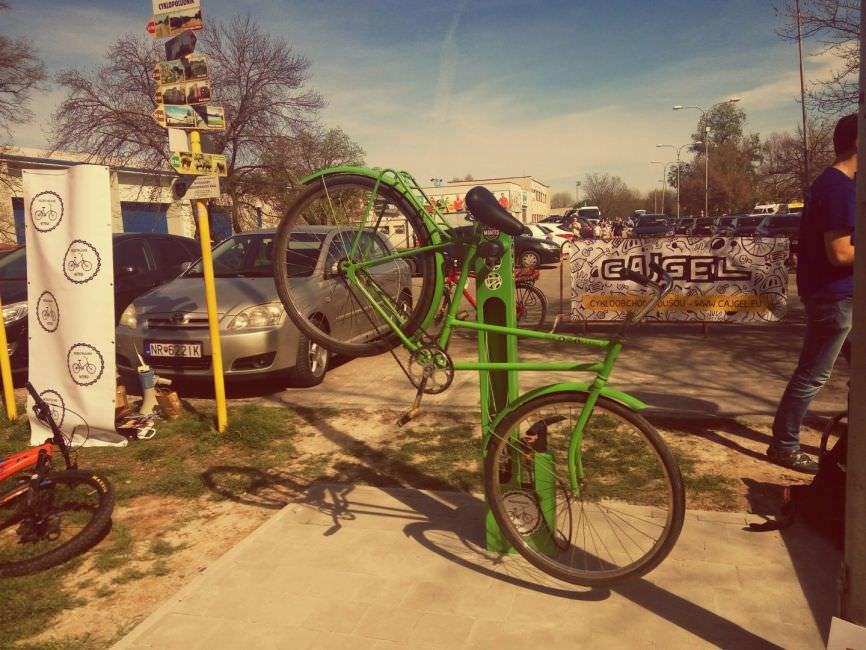 Prvý servisný cyklostojan